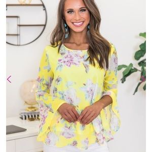 46e2b928e89 NWT- Pink Lilly - yellow floral top - small